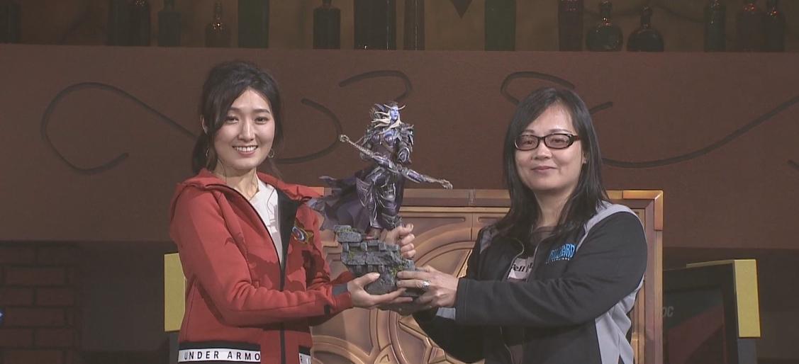 小魚拿下女力對決冠軍以及價值不斐的魔獸世界希瓦娜斯雕像。