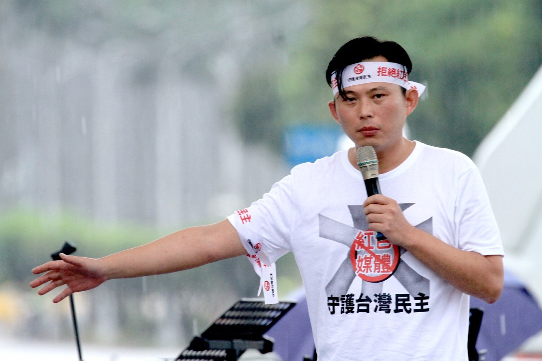 立委黃國昌與館長陳之漢23日舉辦「拒絕紅色媒體、守護台灣民主」。(張良一資料照片)