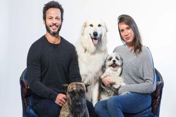 丹妮兒與羅伯經常回故鄉以色列造訪收容所,並拯救狗狗回到加拿大(圖/IG@dogtalesrescue)
