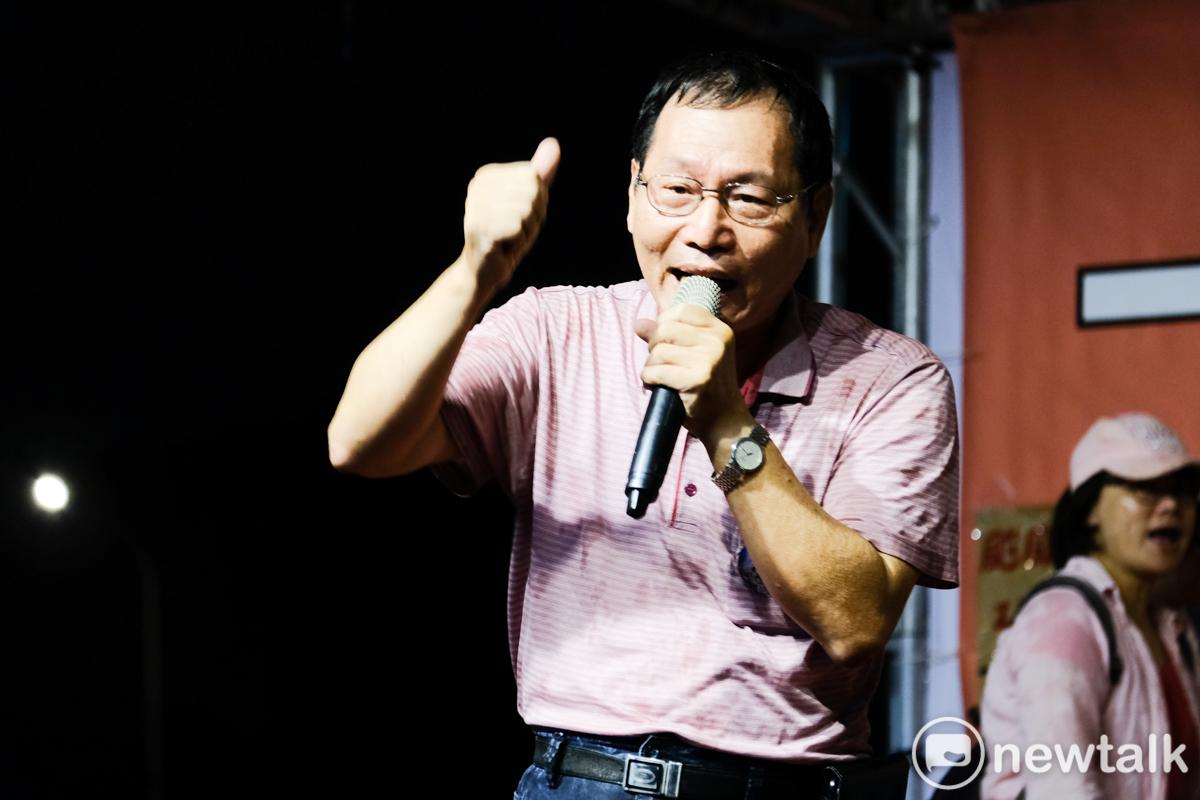 空服員的爸爸上台表達對資方的不滿,贏得台下一片掌聲。圖:謝佳真/攝
