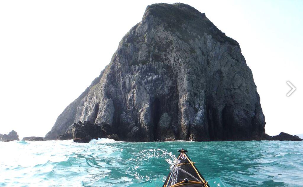 橫渡基隆嶼屬於進階路線,需要有經驗或上過訓練課程的舟手才能前往。圖:台灣獨木舟推廣協會/提供