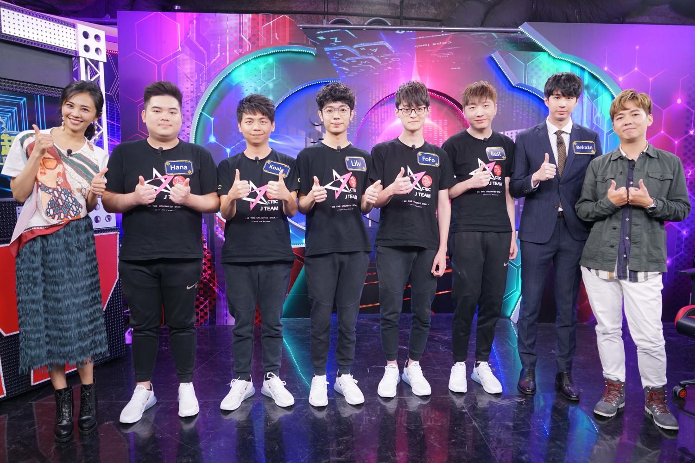 安娜李(左起)、Hana、Koala、Lilv、FoFo、Rest、Refra1n、SoBaD。