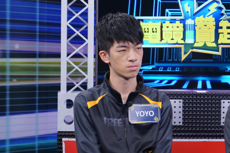 「女神聯盟」成員YOYO總是先把課業顧好,再與隊友練習。