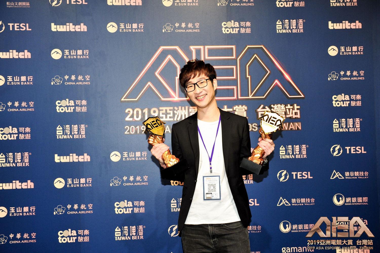 J Team拿下「年度團隊後勤獎」、「年度最佳俱樂部獎」、「年度最佳電玩直播創作者」獎、「年度最佳新人獎」等4項大獎,讓執行長Willy走路有風。