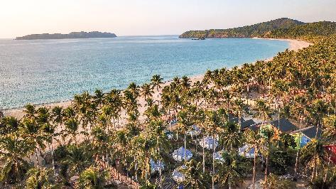 菲律賓愛妮島海水清澈如鏡,有豐富的水上活動和自然生態,加上旅費便宜,非常受觀光客歡迎。