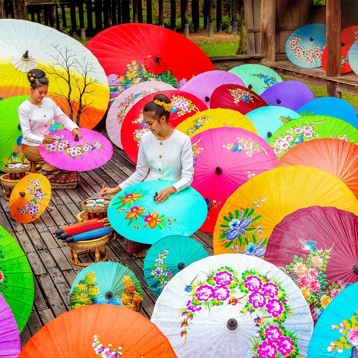 清邁的博桑傘村距離清邁市區約9公里,手工製作的精緻傘面已有超過200年歷史傳承。圖:翻攝自泰國觀光局網站