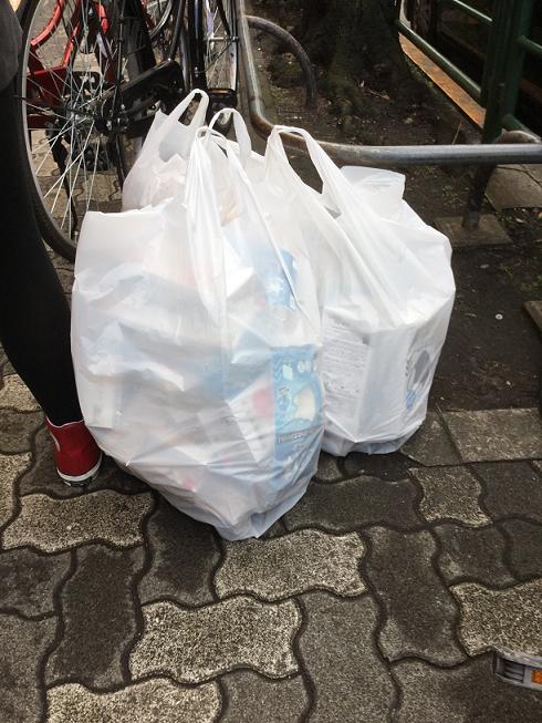 即使日本藥房等採取限購,也還是有陸客等可以買到數百張大量的口罩,真的很厲害。 圖:劉黎兒/攝