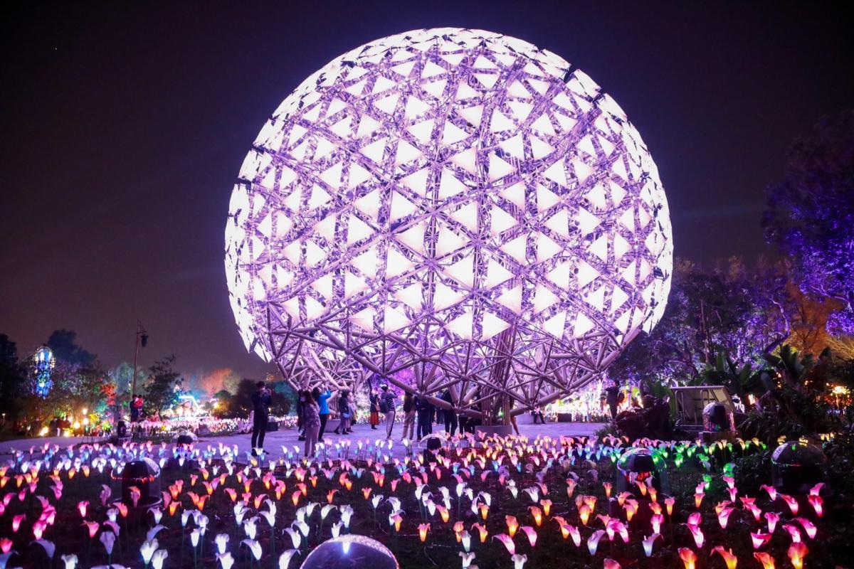 台灣燈會推出情人節特別活動,歡迎情侶夫妻一同來園區度過浪漫夜。圖:台中市政府/提供