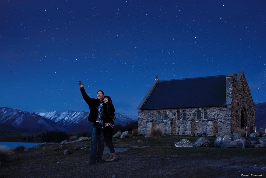 紐西蘭牧羊人教堂以星空當背景已成蒂卡波湖經典。 圖:翻攝自紐西蘭觀光局臉書 Fraser Clement/攝