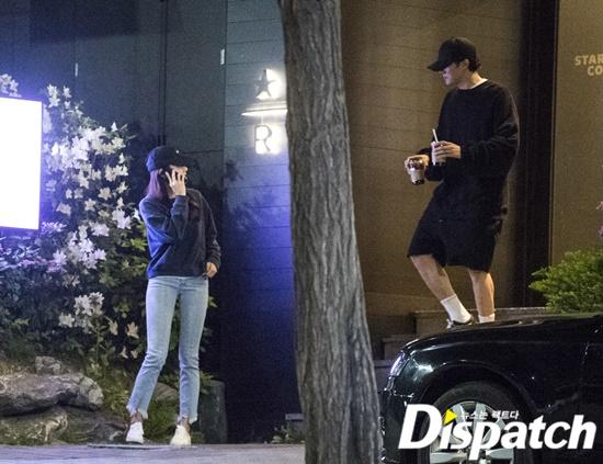八卦媒體《Dispatch》亦在 5 月 17 日拍攝到兩人在漢南洞約會的親密照片圖:翻攝自 Dispatch