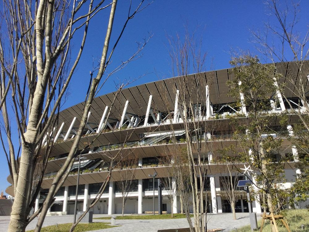 日本最有人氣的體育評論家小林信也建議不要堅持明年辦,把新國立競技場拿來當方艙醫院就不會浪費至今對東奧的投資了。 圖:劉黎兒/攝
