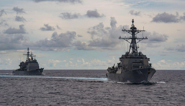 中美關係緊張之際,美國派出雙航母在南海演練。 圖:翻攝自推特