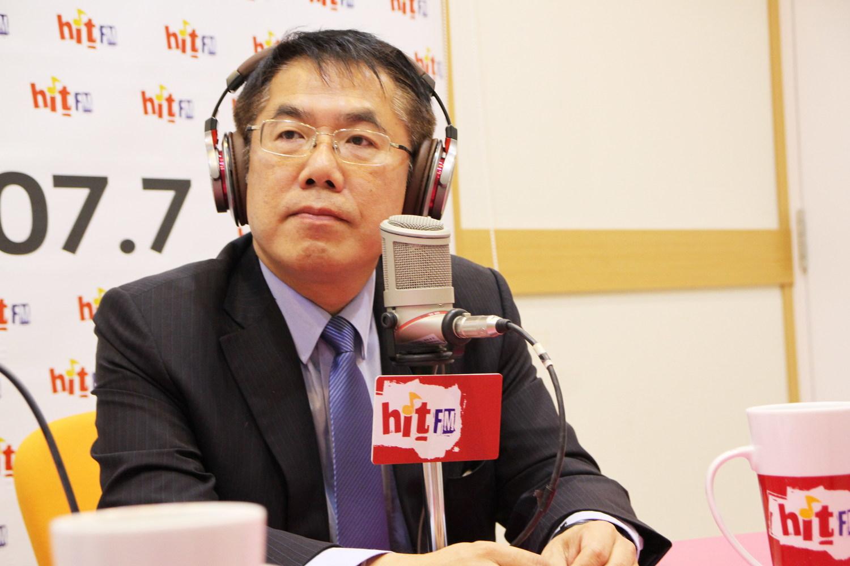 民進黨台南市長參選人黃偉哲表示絕不為選舉脱離兄妹關係。