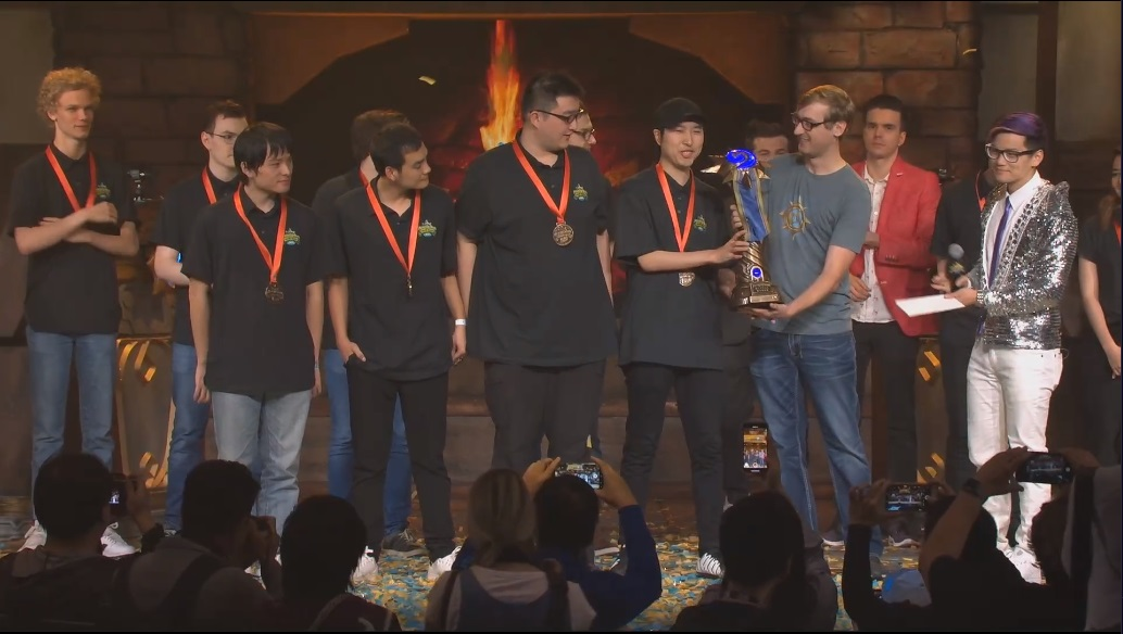 中國隊開心拿下《爐石戰記》世界大賽冠軍。