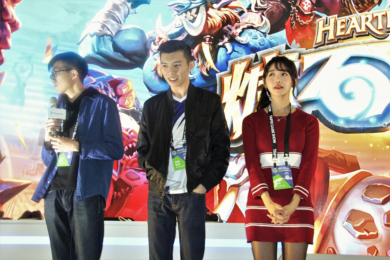 國際邀請選手(左起)Blitzchung、Sequinox、企鵝妹。