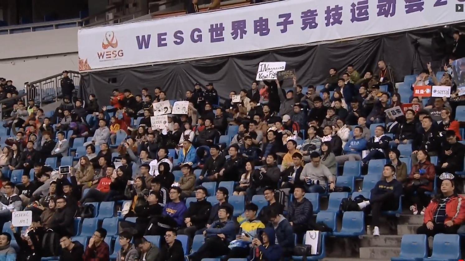 現場觀眾相當多。
