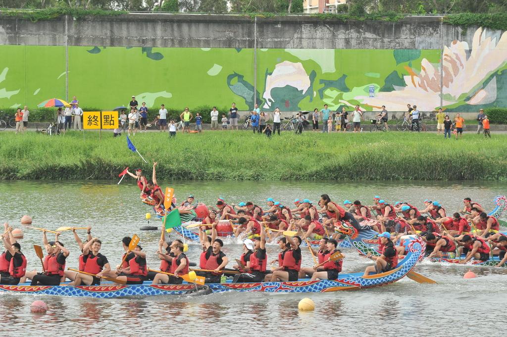 水岸台北端午嘉年華是每年全台最大的龍舟賽事。