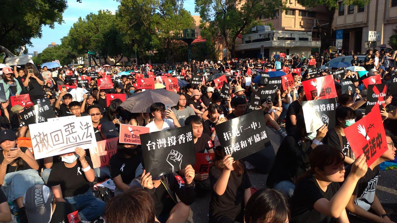 萬名民眾前往遊行。圖:陳佩君/攝