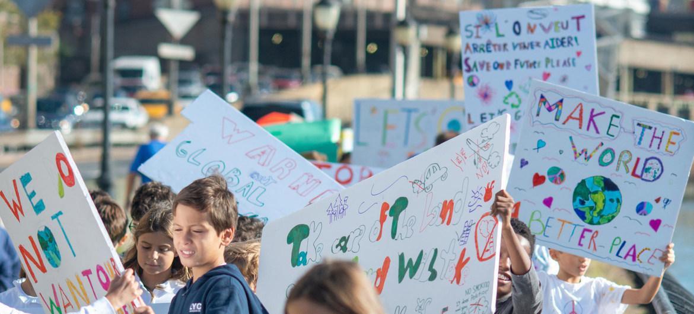 紐約的小學生參加氣候抗議活動 圖:翻攝自聯合國開發計劃署微博