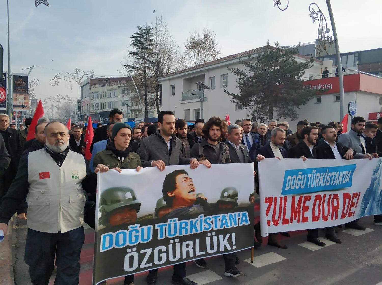 人權團體遊行呼籲中國關閉新疆集中營。 圖:取自iHH推特(資料照片)