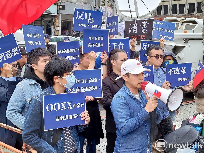 國民黨前青年總團長林家興15日率領青年群眾到場抗議、揚言「清黨」。圖:黃建豪/攝(資料照片)