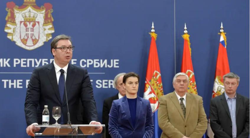 塞爾維亞總統武契奇(左一)於15日,宣布塞爾維亞進入緊急狀態,並向中國尋求協助,並聲稱「歐盟團結已經瓦解」,唯有中國才是救命丹。 圖:翻攝自環球網