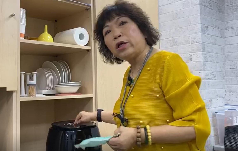 國民黨立委葉毓蘭說明氣炸鍋烤口罩風波。 圖:葉毓蘭辦公室/提供(資料照片)