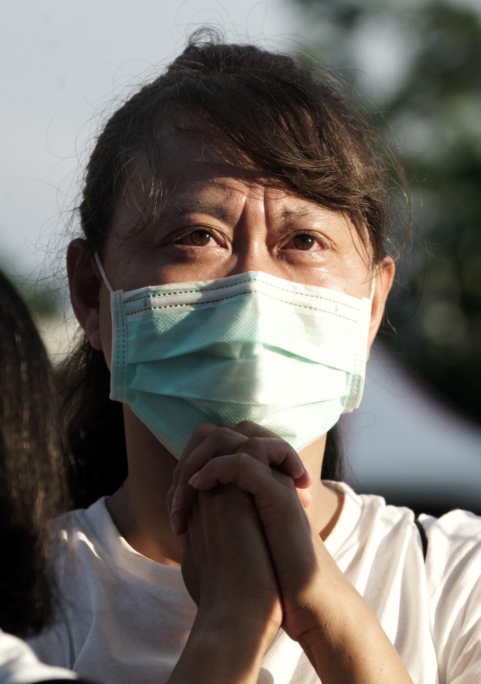 支持者臉上含著淚水,不捨之情溢於言表,告別音樂會場面哀傷。 圖:張良一/攝