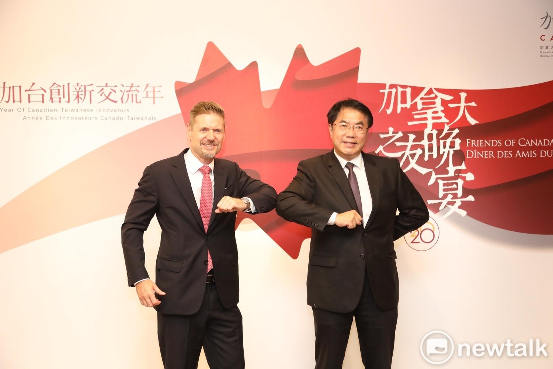 台南市長黃偉哲與加拿大代表芮喬丹共同見證共同見證加拿大與台灣、加拿大與台南建立創新夥伴關係。 圖:台南市政府提供(資料照片)