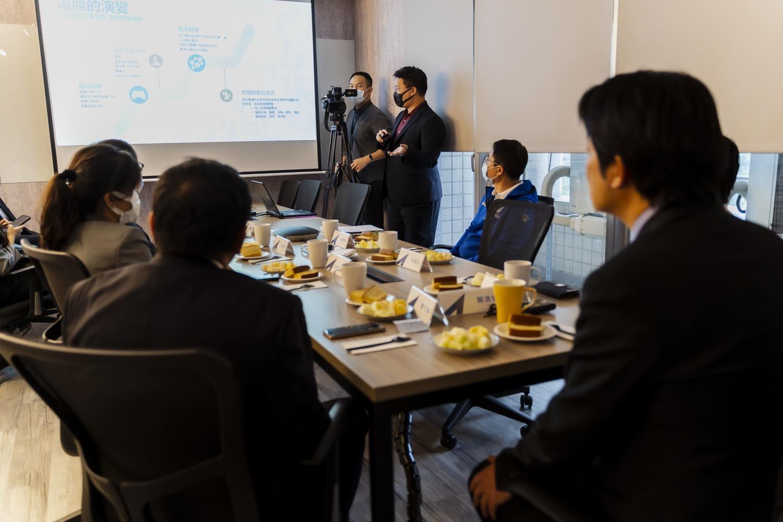 TESL執行長白瑞元為副總統賴清德與電競產業人士進行台灣電競產業發展簡報 圖:TESL/提供