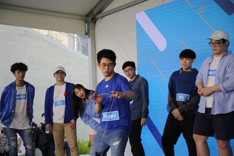 電狼娛樂校園網紅Puppy即興表演花式溜溜球,令現場驚呼連連! 圖:網銀國際/提供