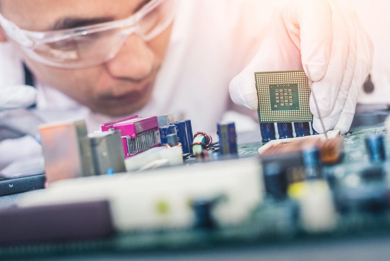 半導體晶片已隱然取代了石油能源而轉為更加重要的戰略物資。 圖:取自NXP Semiconductors臉書(資料照片)