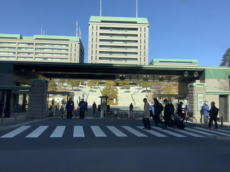 東京是否能有一天打一萬人的疫苗接種中心,疫苗大臣河野太郎表示端看防衛省。 圖:劉黎兒攝