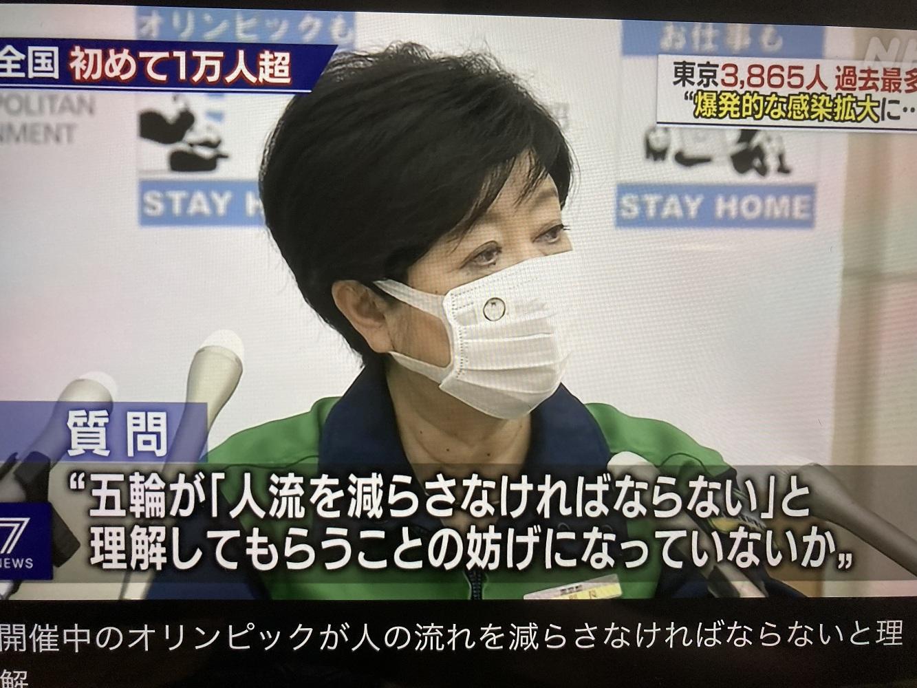 被問到「東奧妨礙人流減少」,小池居然說東奧增加居家比例,也與事實相反,東京夜間人流尤其大增(攝自NHK)