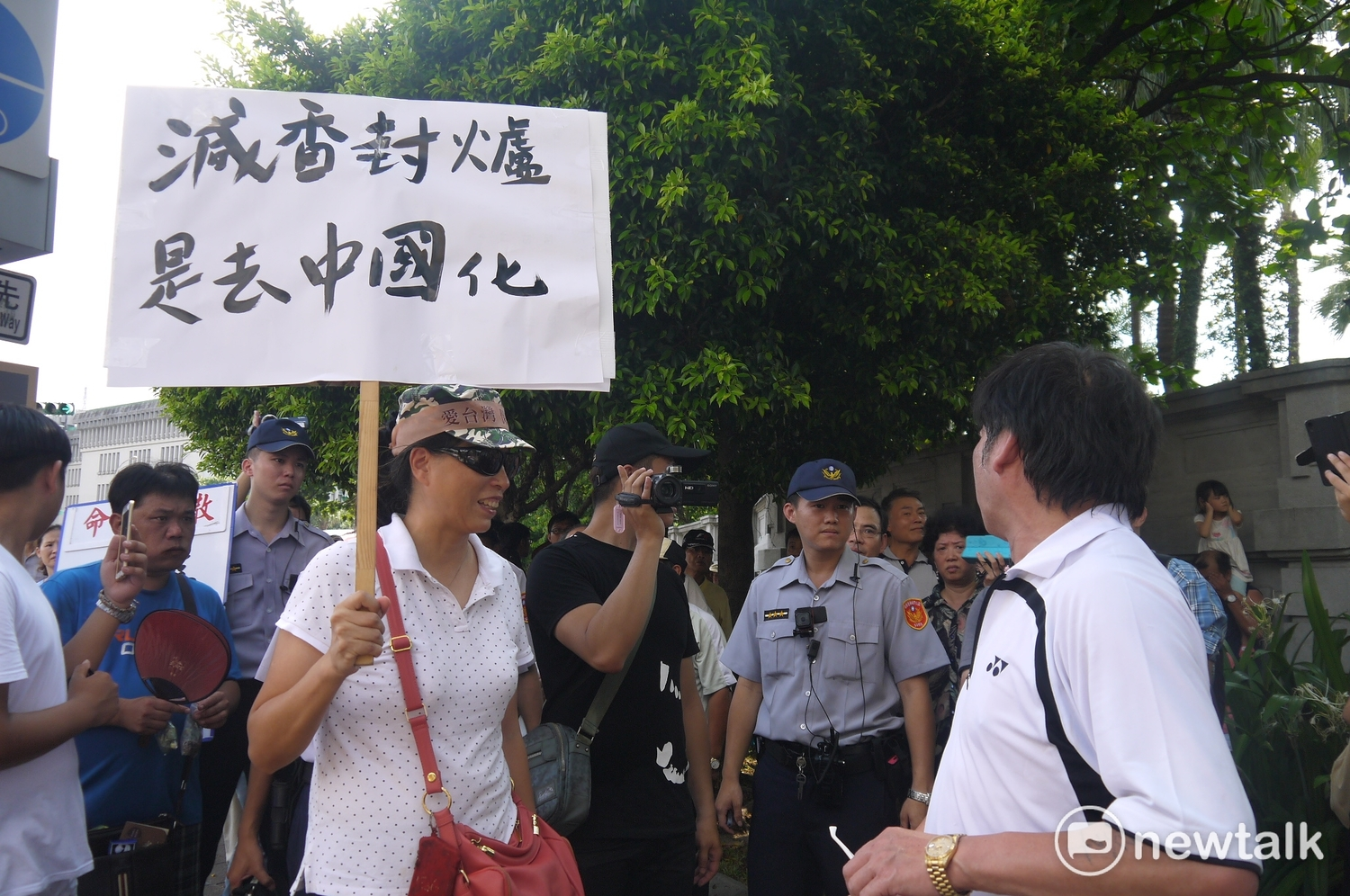 Zhang Xiuye, a member of the Patriotic Union and others, were charged with bribery of voters at dinner in early October. Following Northern Inspection and Continuation, today they are suspected of violating the electoral law and have ordered Zhang to limit their exit, sea and residence. Information photography.