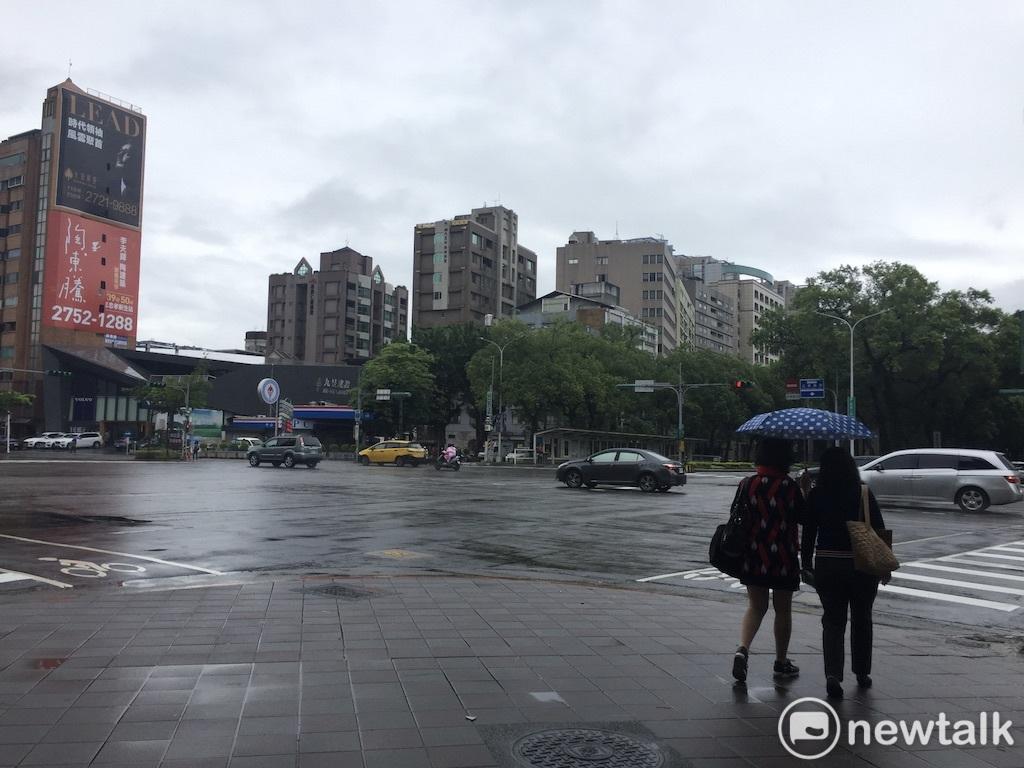 中央氣象局今(3)日表示,明(4)日起受到南方雲系北移影響,全台陰涼易雨圖:閻芝霖/攝