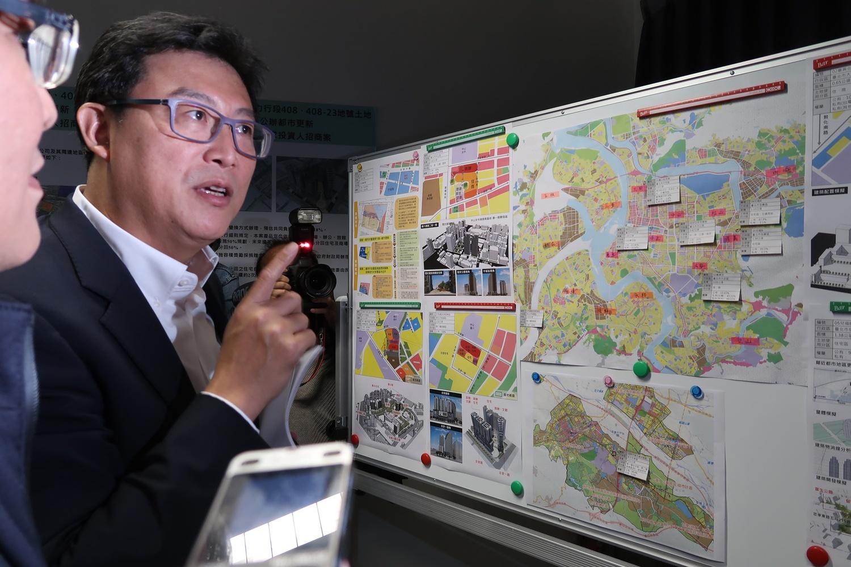 國家都更中心1日大陣仗接待立委姚文智考察。