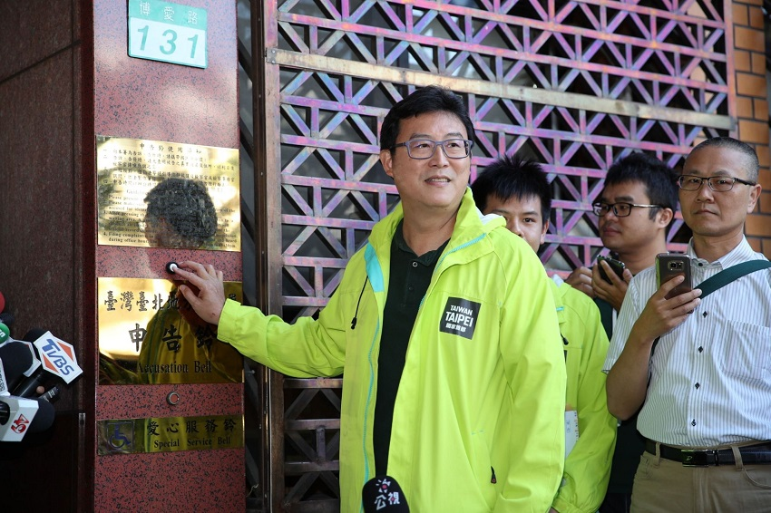 姚文智上午臨時取消記者會,改前往台北地檢署按鈴提告不實報導。