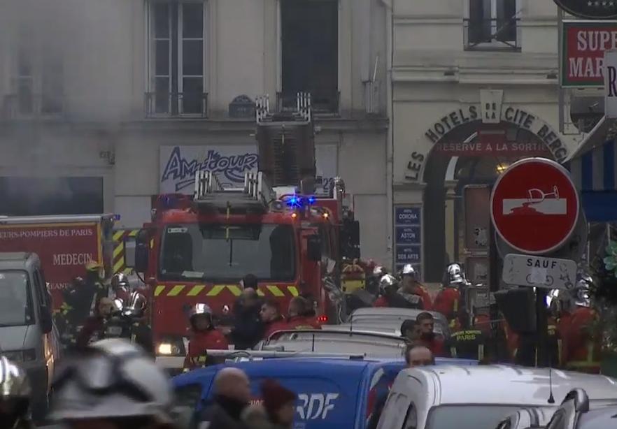 巴黎市中心今天早上發生大爆炸,建築物嚴重損毀,圖:翻攝自YOUTUBE