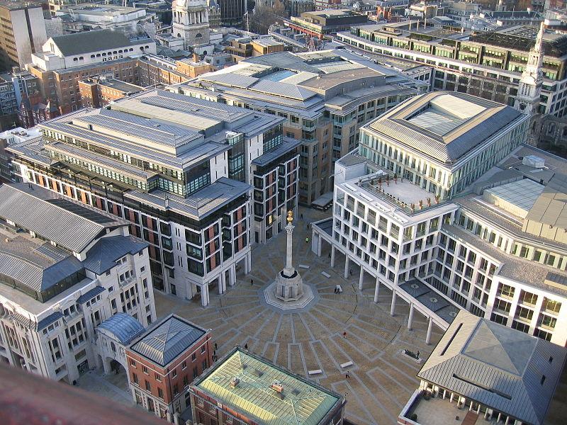 倫敦證券交易所(圖右側大片建築)是英國金融服務的標誌性機構,吸引德國與香港買家。圖:翻攝自維基網站/Gre
