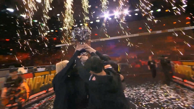 FPX 直落三奪下今年《英雄聯盟》世界賽冠軍 圖:翻攝自 LoL Esports YouTube 頻道