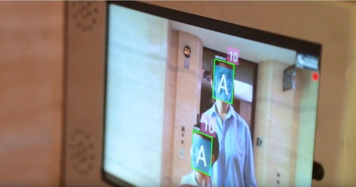 智能電梯可透過臉部辨識功能,直接把用戶送到自家樓層。圖:截取自崇友youtube