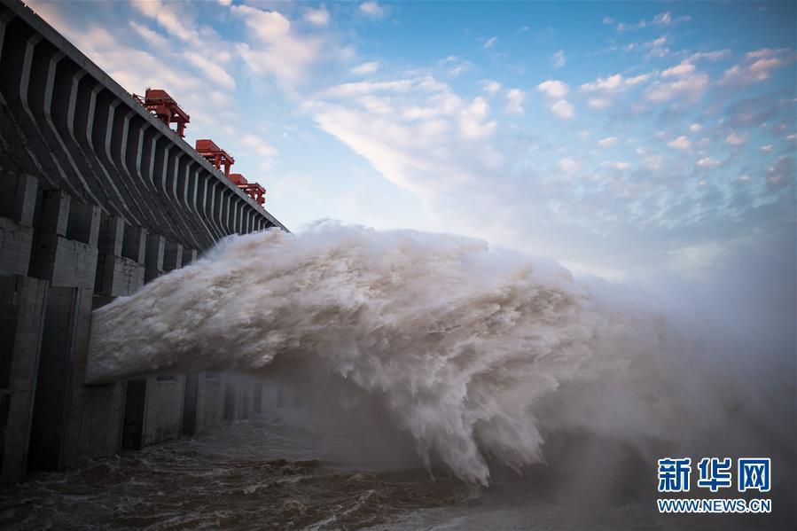 三峽大壩洩洪。圖:翻攝新華網
