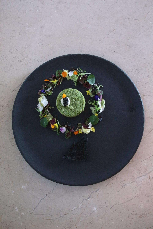 極炙牛排館前菜帝王蟹。日月千禧/提供
