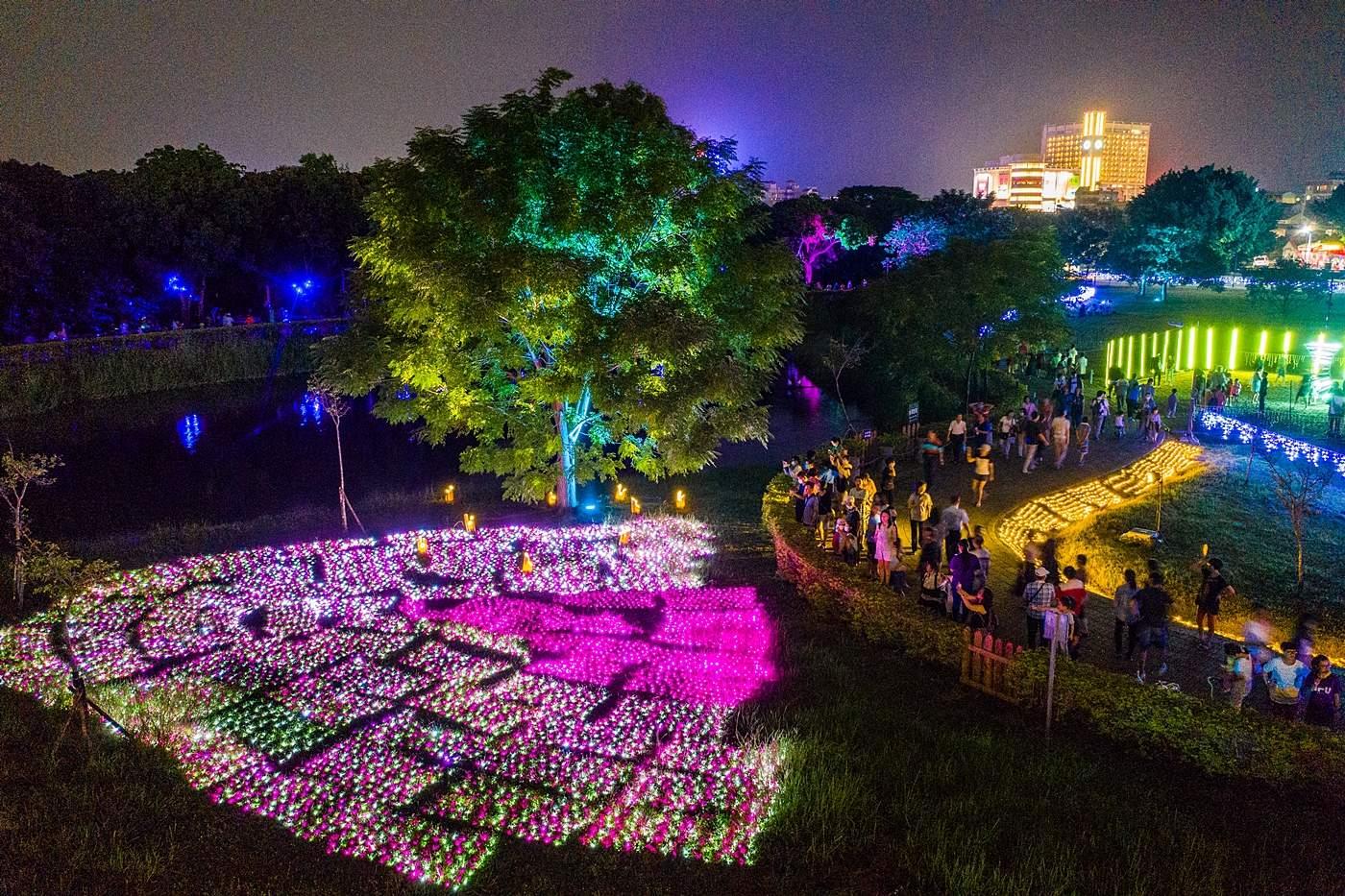 嘉義市北香湖公園光織影舞的展場令人驚艷不已。圖:嘉義市政府/提供
