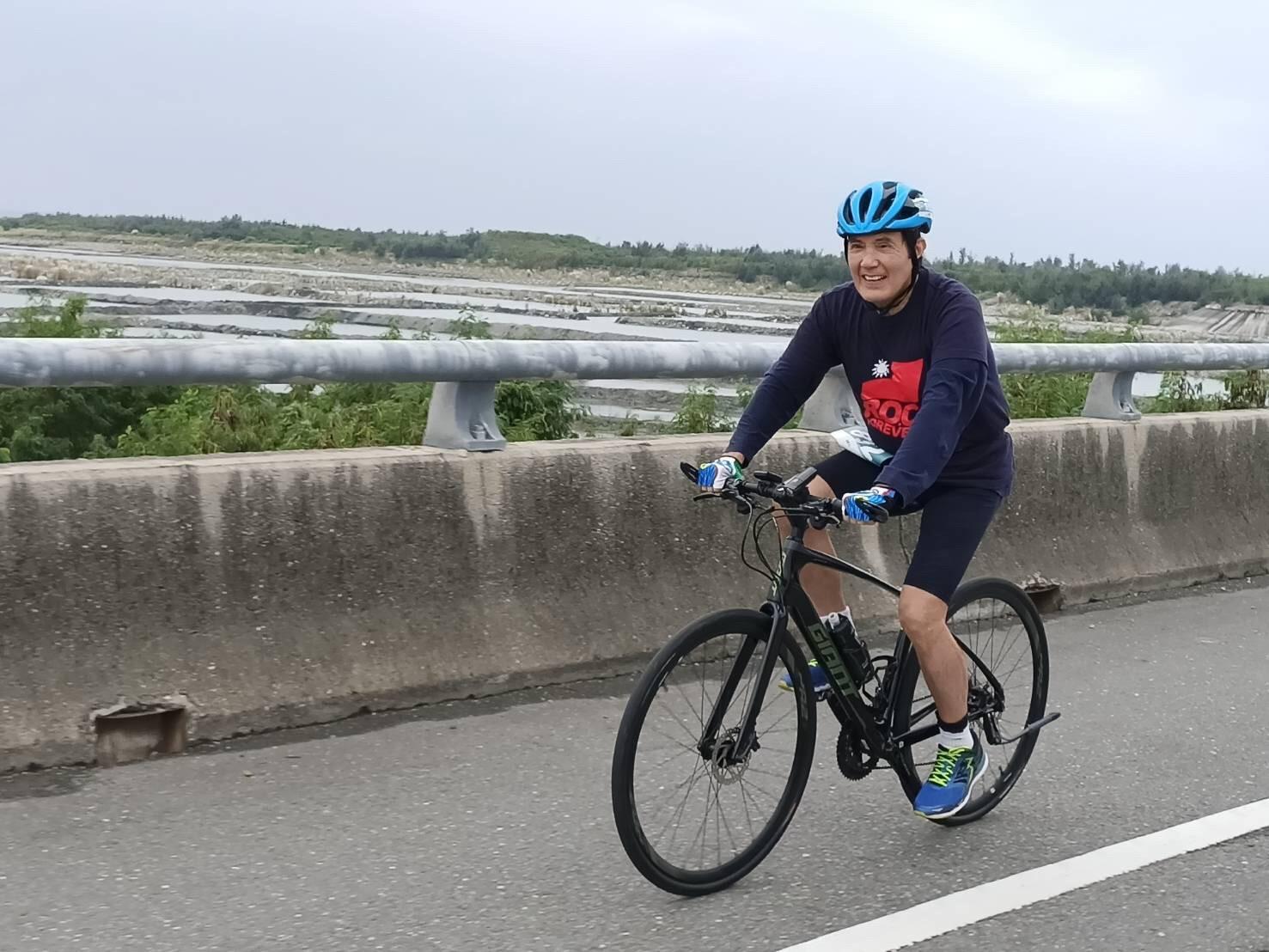 馬英九今日上午前往台東參加2020台東之美鐵人三項國際賽,並在臉書上分享活動照片。   圖:翻攝自馬英九臉書