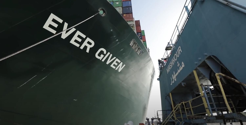 長賜輪已遭埃及法院諭令扣押,待船公司支付9億美元賠償金才會放行。圖:翻攝SCA Youtube頻道