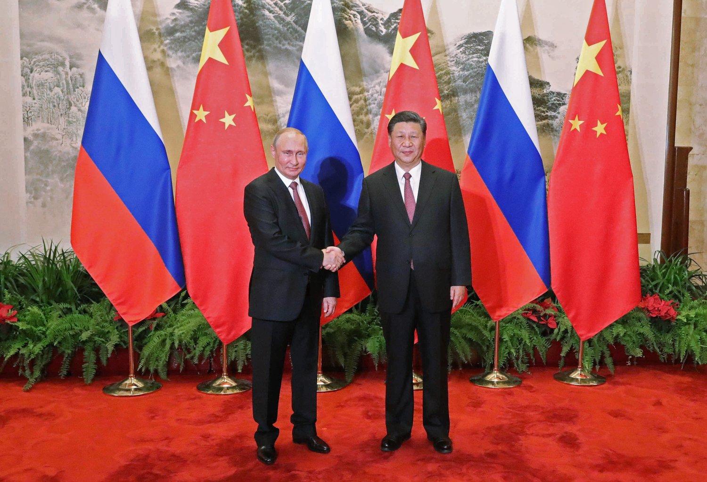 El presidente ruso Putin (izquierda) y el líder chino Xi Jinping (derecha) .Foto: fotografiando el Twitter del Palacio Presidencial ruso