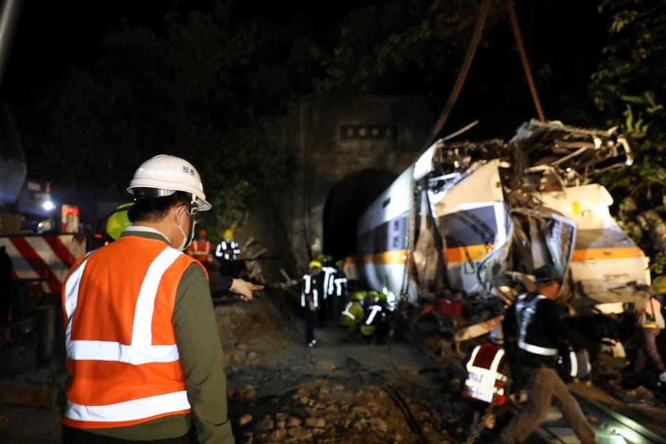 衛福部表示,0402台鐵408次列車事故案善款,100%用在罹難者家屬、傷者及其家屬、救災人員身上。圖:翻攝自林佳龍臉書