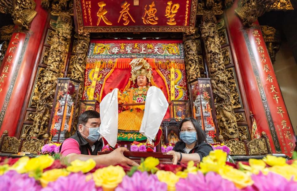 總統蔡英文11日出席白沙屯拱天宮媽祖進香活動。   圖:總統府提供